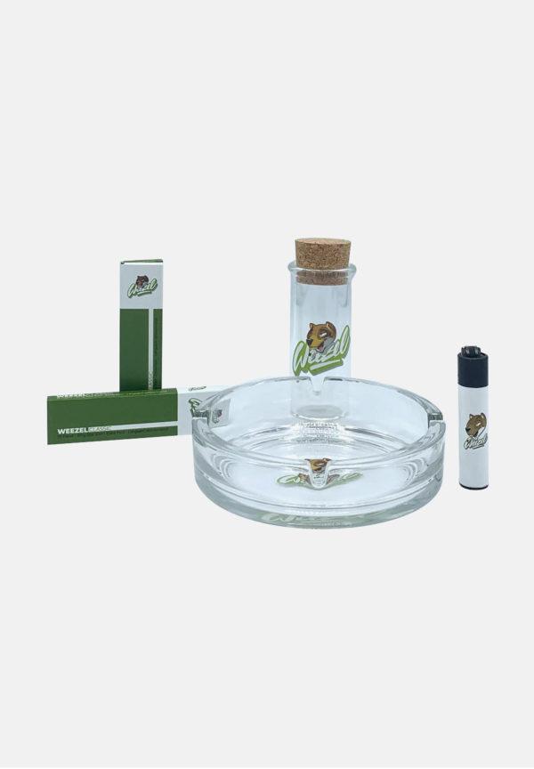 Kiffer Geschenkset bestehend aus 2x Longpaper mit Tips, Weezel-clipper, Glas-Aschenbecher Weezel Logo und Aufbewahrungsglas von vorne
