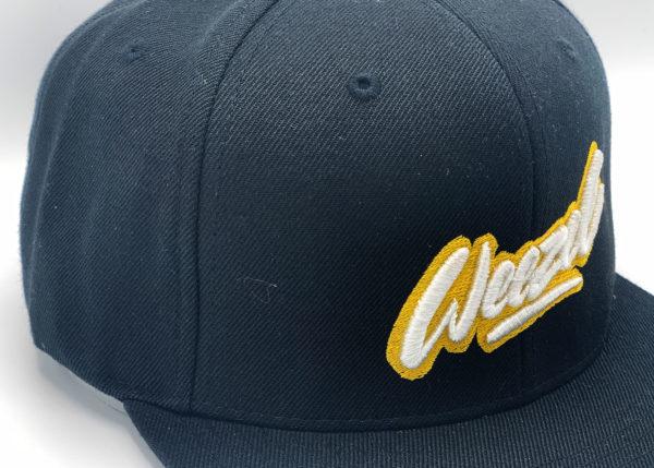 weezel Logokappe schwarz Gelb Detailansicht