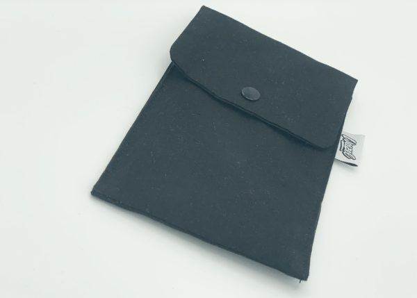 weezel maskentasche für alltagsmasken & stoffmasken in schwarz geschlossen